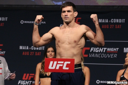 demian-maia-ufc-on-fox-21-ceremonial-weigh-ins